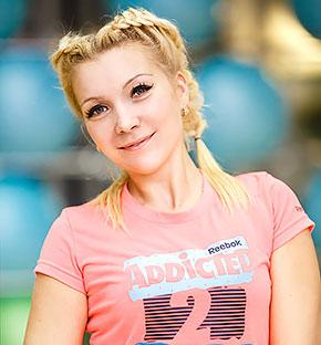 Анастасия Фролова - инструктор групповых программ и персональный тренер в сети фитнес-клубов Life City. Сертифицированный тренер по аэробике и силовым направлениям, мастер спорта по каратэ.