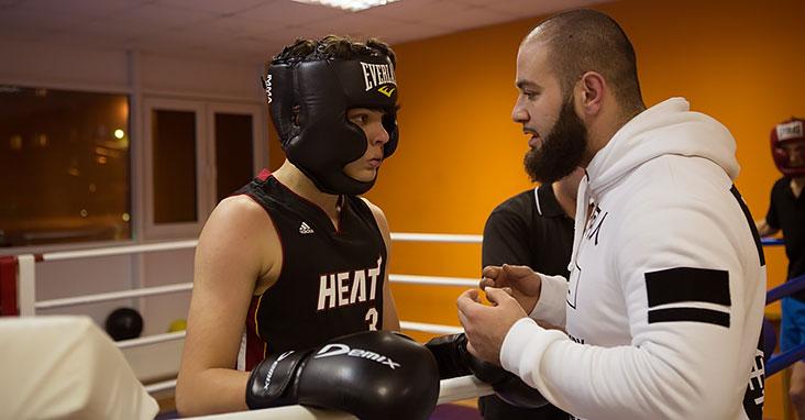 Фитбоксом занимаются, в основном, девочки, которые хотят похудеть. А вот на бокс и кикбоксинг приходят мужчины.