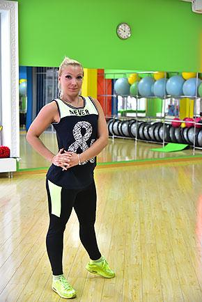 Анастасия Фролова — инструктор групповых программ и персональный тренер сети фитнес-клубов Life City. Сертифицированный тренер по аэробике и силовым направлениям, мастер спорта по каратэ.