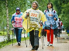 В Москве прошел первый фестиваль скандинавской ходьбы «Свобода Движения»