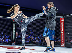 Чемпион UFC провел в Москве мастер-класс Reebok «Тренируйся как боец»