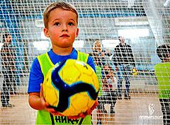 Открытые уроки по футболу и баскетболу в детском центре «Премьер-Спорт»