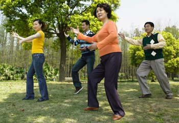 Занятия тай-чи рекомендованы практически всем, включая детей и лиц пожилого возраста.