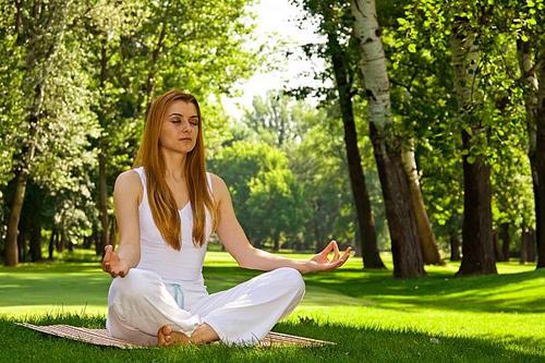 Йога - отличное Anti Age решение, регулярные занятия помогают сохранить молодость