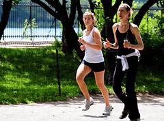 7 верных способов, как сжечь калории летом
