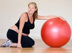 Фитбол для беременных – тренажер, который поможет будущим мамам сохранить отличную форму и подготовиться к родам.