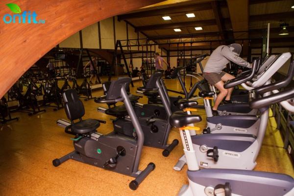 Секция подразумевает посещение тренировок на постоянной основе, раза в неделю.